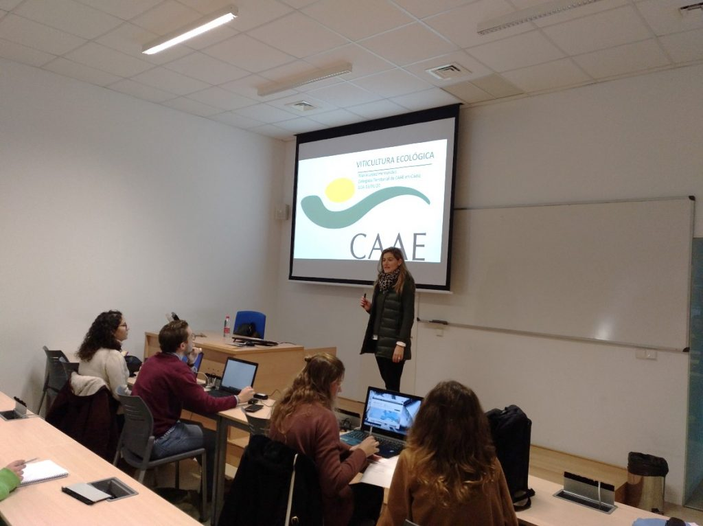 Seminario impartido por Dña. María López Hernández, delegada territorial e inspectora de la entidad de certificación especializada en producción ecológica  en la provincia de Cádiz  y Málaga